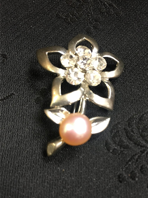 Brooch with pink, natural, saltwater pearl
