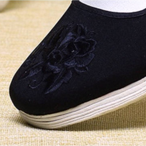 Handmade Tai Qi cotton shoes with embroidered rose pattern for practising Gong F
