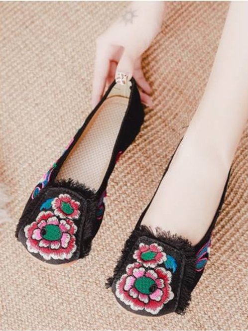 Elegant embroidered slip on shoes with low heel, flower and ruffle design
