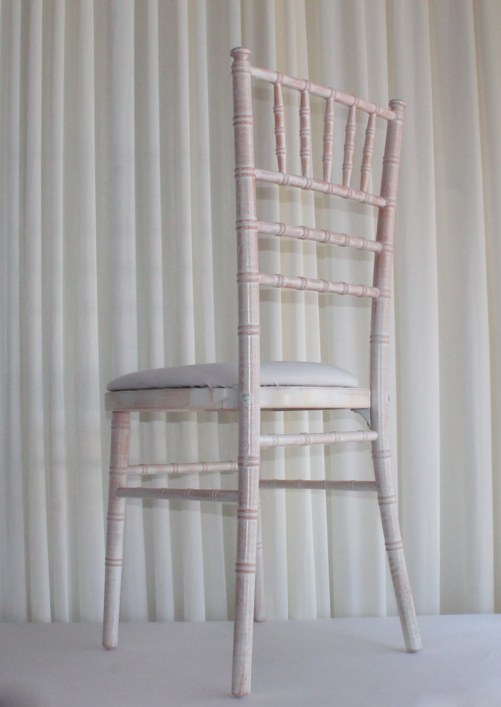 limewash chiavari chair 2