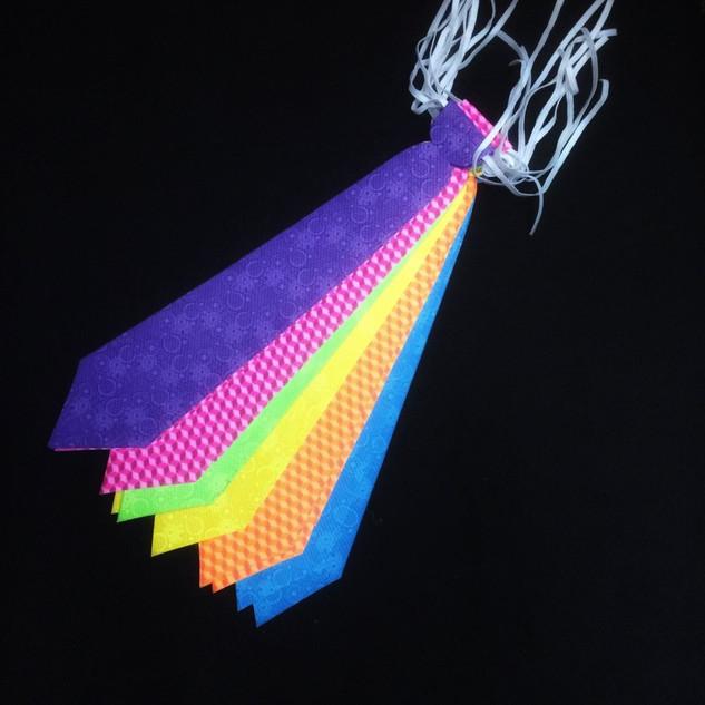 Corbata de Cartón