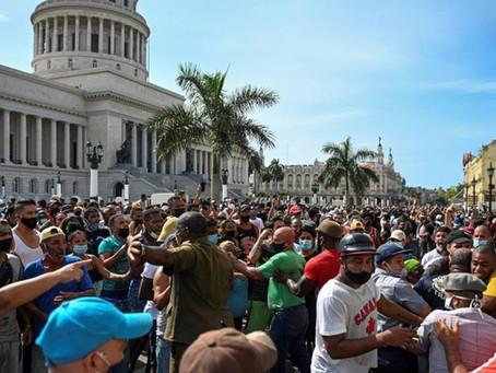 """Estallan en Cuba contra el gobierno y exigen """"libertad"""""""