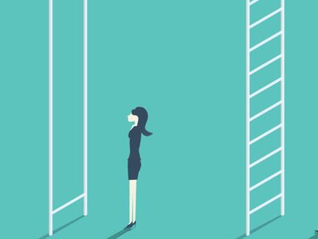 """Economía busca romper el """"techo de cristal"""" en desigualdad laboral"""