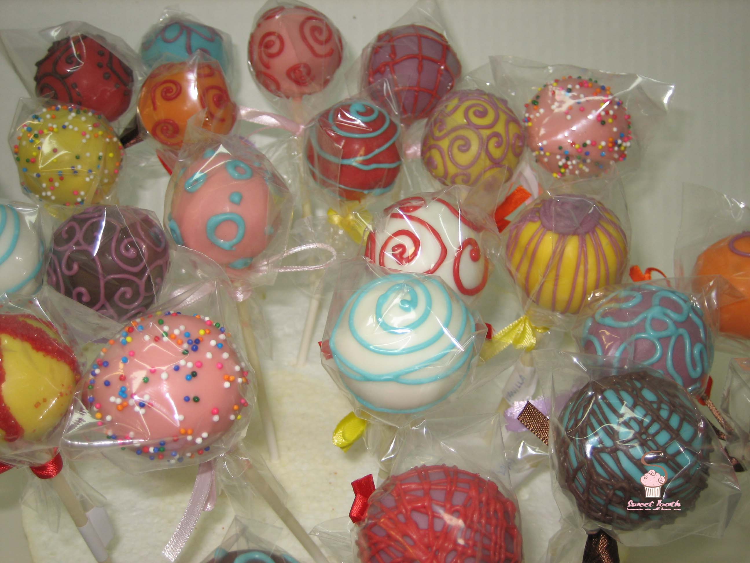 coloredcakepops2.jpg