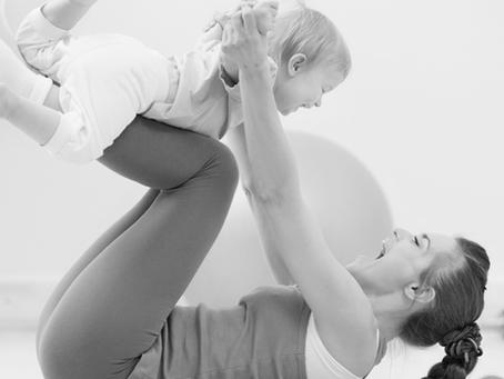 Mães e bebês se conectam por meio do Pilates