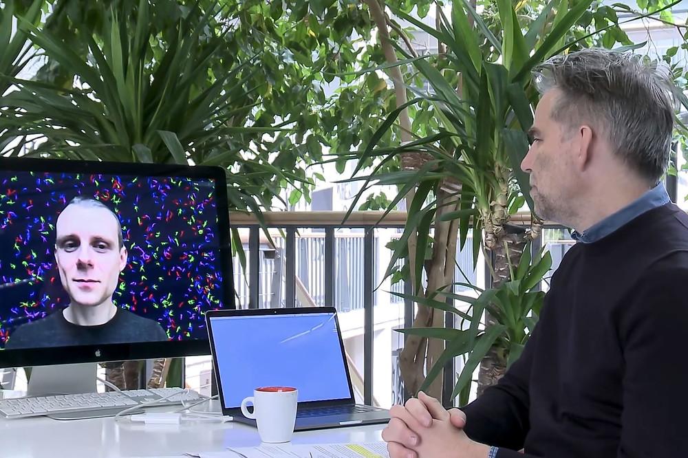 J. Urbono pokalbis su Lietuvos paviljono kuratoriumi J. Boelenu  Karlsrūhės meno ir medijų technologijų centro (ZKM) festivalyje