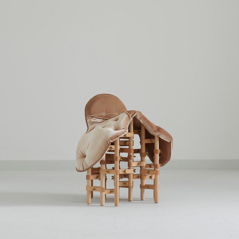 """Marija Puipaite & Vytautas Gecas ,,Envisioned Comfort Saddle Chair"""". Dariaus Petrulaičio nuotrauka"""