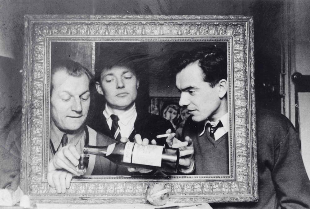 Lietuvių išeivijos menininkai Vytautas Kasiulis, Antanas Mončys ir Albinas Elskus. Po V. Kasiulio parodos Christian Gilbert Stiebel galerijoje atidarymo. 1953 m. AMNM archyvo nuotr.