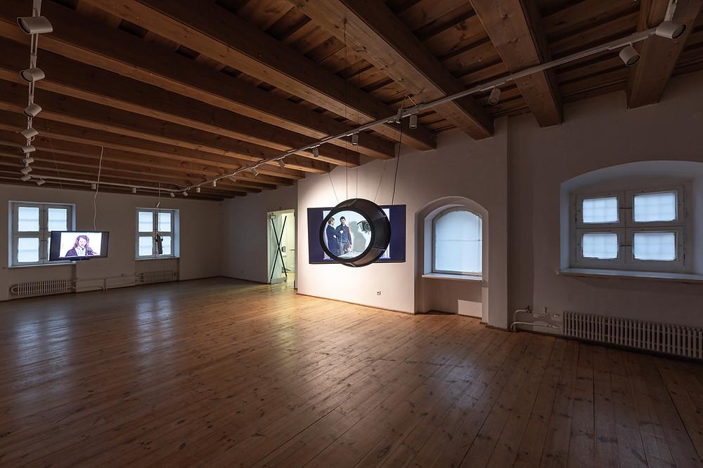 Archyvinės medžiagos iš 1990 m. tiesiogiai transliuoto open space persoformansų renginio pristatymas (režisierė Aušra Lukošiūnienė)