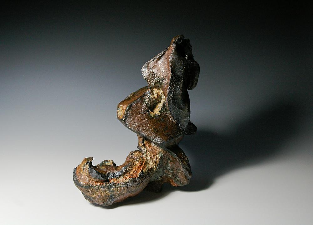"""Rima Leipuvienė """"Ilgesys"""". Šamotas, pigmentai, pelenų glazūra, 1300 c."""