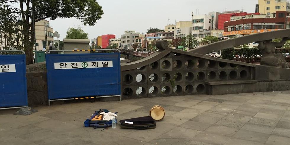 @韓国ソウル@新村か弘大の路上でタイコ叩きます