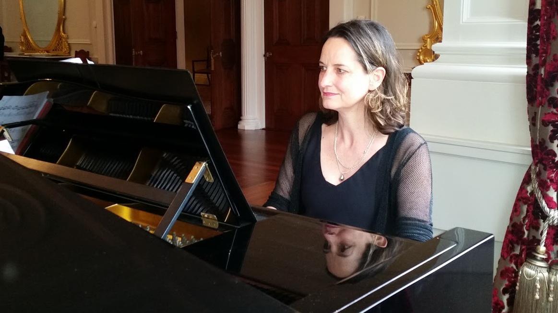 2015 Govt House Pianist 1c