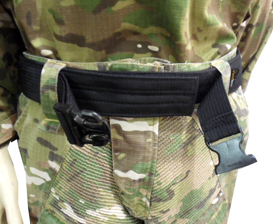 Dois ajustes - Engate e Velcro