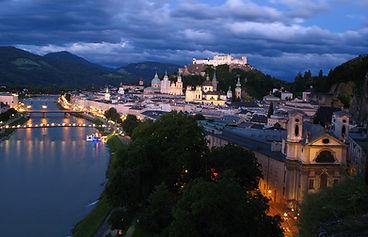 1200px-1913_-_Salzburg_-_View_from_Mönch