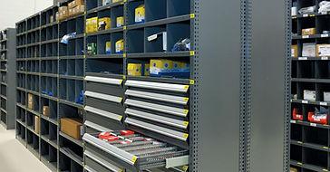 Estantería Spider para almacenamiento modular de componentes y partes en empresas de manufactura y servcio.