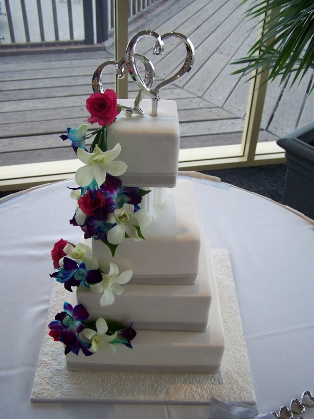 wedding cake with flowers cascading customcakedesigns cascading flowers wedding cake 26879