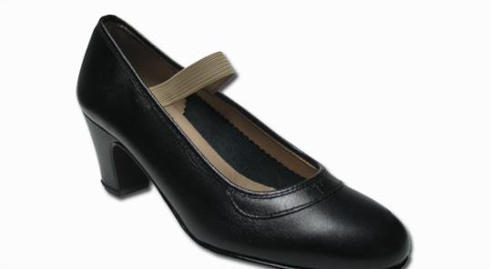 Zapato negro 229 con clavos