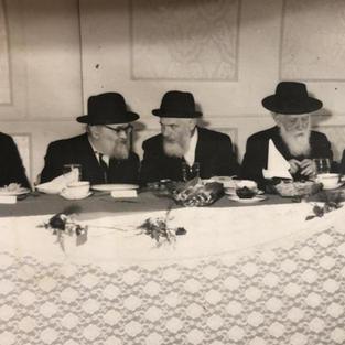 L-R Rabbi Friedler, Reb Yaakov Kamenetsky, Reb Akiva Stefansky , Reb Efraim Nussbaum
