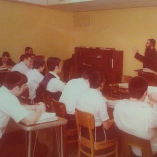 Reb Dovid Barkin giving shiur in Telshe Yeshiva