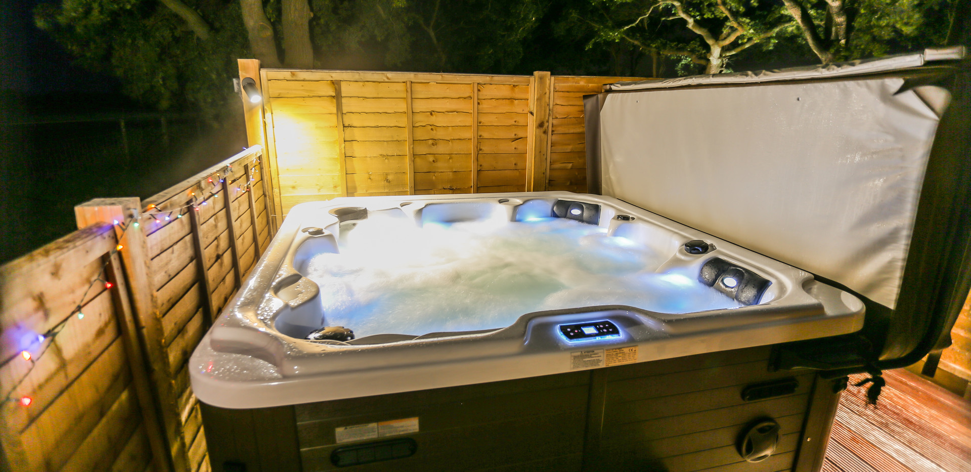 Hot tub with bluetooth for music