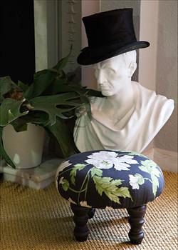Round black floral