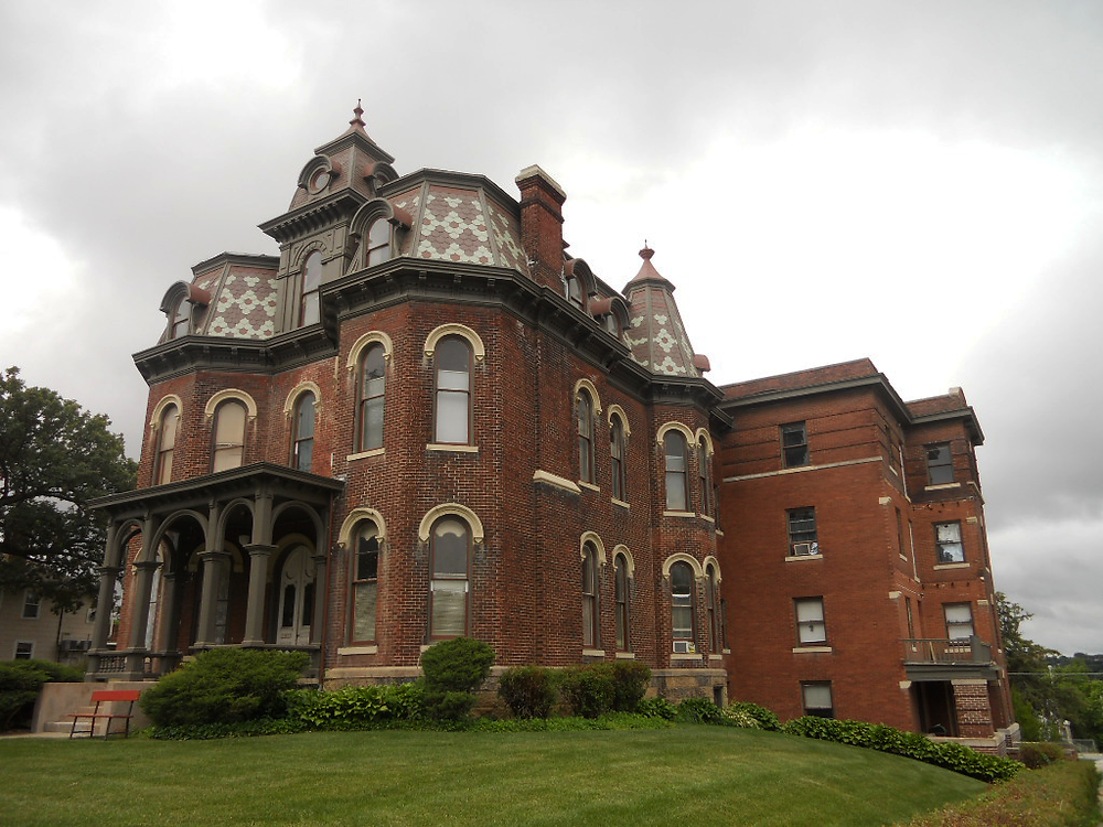 historic mansion in the omaha gold coast district