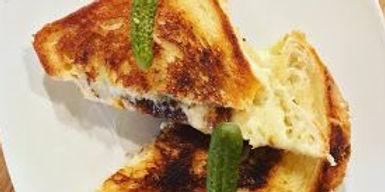 des moines cheese bar sandwiches