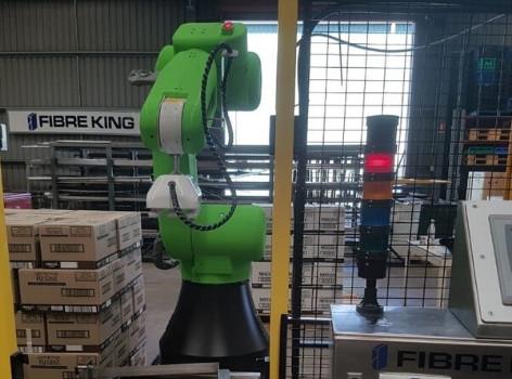 Fibre King Uses a Collaborative Robot to Provide a Flexible, Compact EOL Packaging Solution for Stan