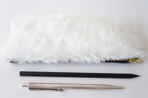 pouzdro FLUFFY WHITE / black 19 cm x 8 cm