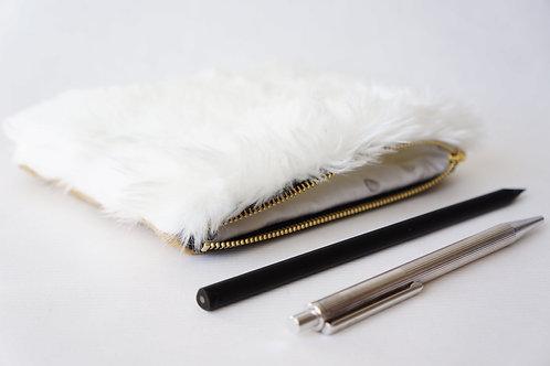 kapsa / pouzdro FLUFFY WHITE / camel 15 cm x 10 cm