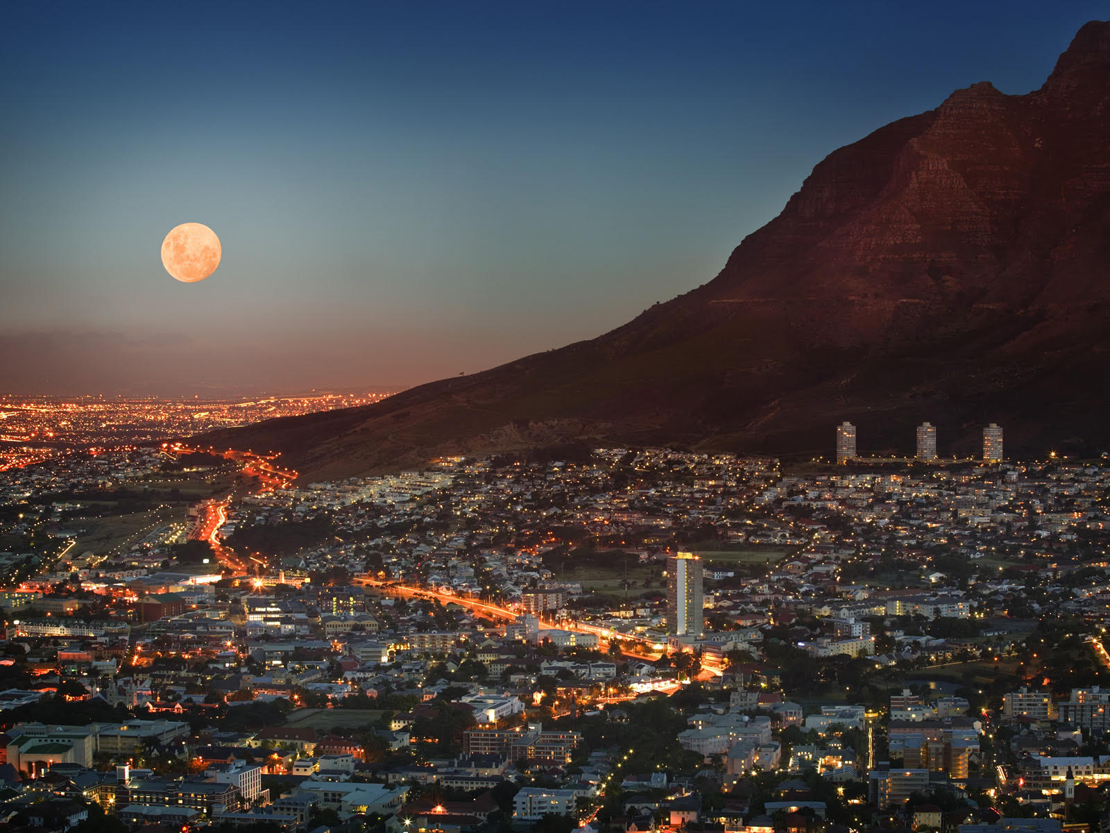 full moon Table Mountain