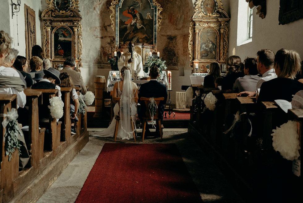 Trouwen in een kerk in oostenrijk