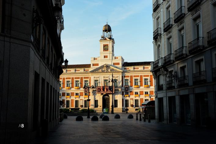 La Puerta del Sol vacía por la crisis sanitaria de la Covid-19.