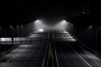 La Xunta adelanta el toque de queda a las 23:00. Un camión circula por la AP-9 en Santiago de Compostela.