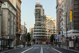 La Gran Vía de Madrid vacía por la crisis sanitaria de la Covid-19.