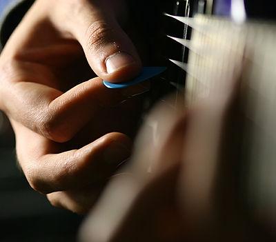 Gitar tıngırdatmaya