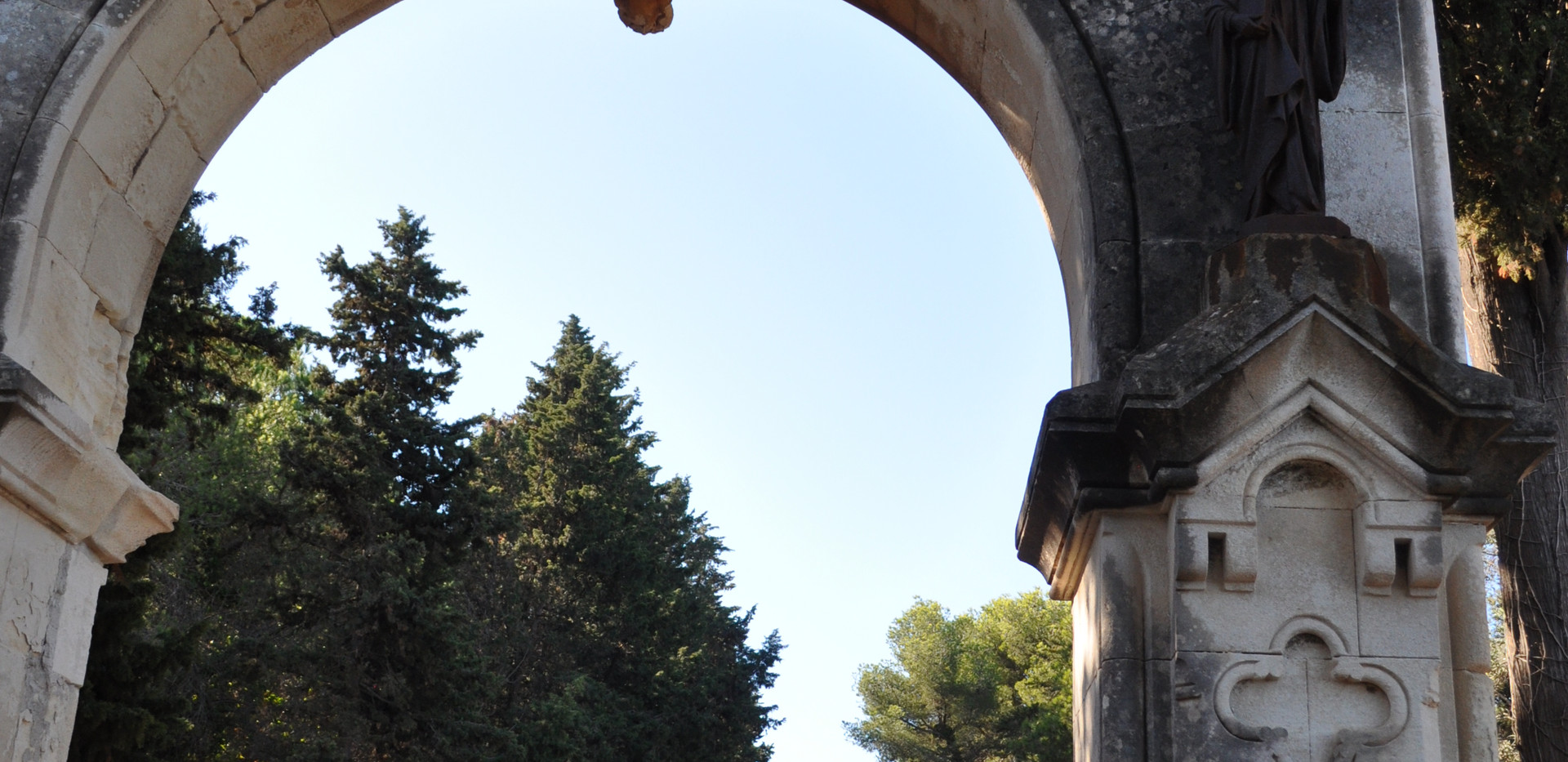 Klosterport på øen Saint-Honorat