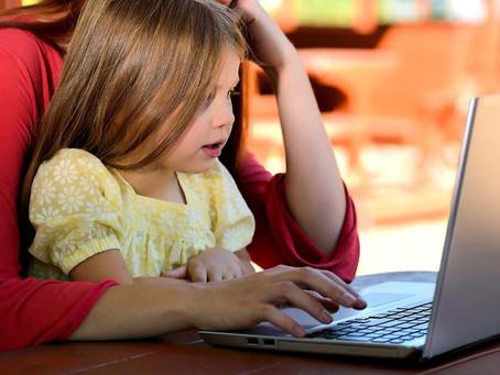 La mejor manera de ayudar a los niños y jóvenes es ayudando a los profes y las escuelas