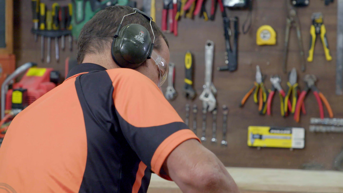Mitre10 | How To Choose And Use A Dropsaw