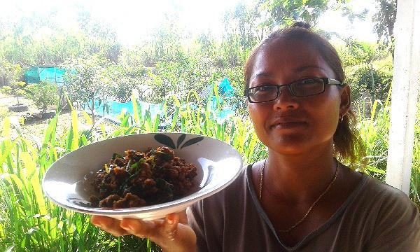 Cooking spicy thai quail. Tasty pad pet quail dish.
