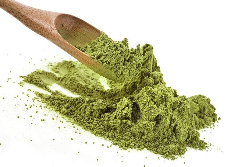 Dried moringa leaf powder
