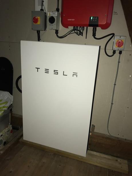 Leigh-on-Sea Tesla Powerwall 2.jpeg