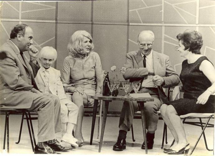 С писателем Мартином Ларни  и его семьей
