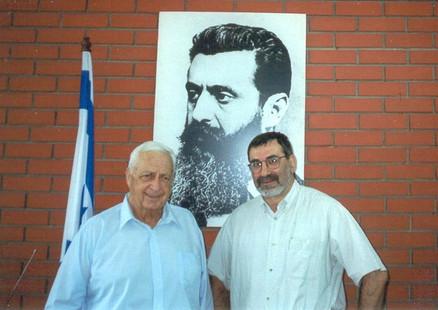...бывшим премьер-министром Израиля  Ариэлем Шароном,