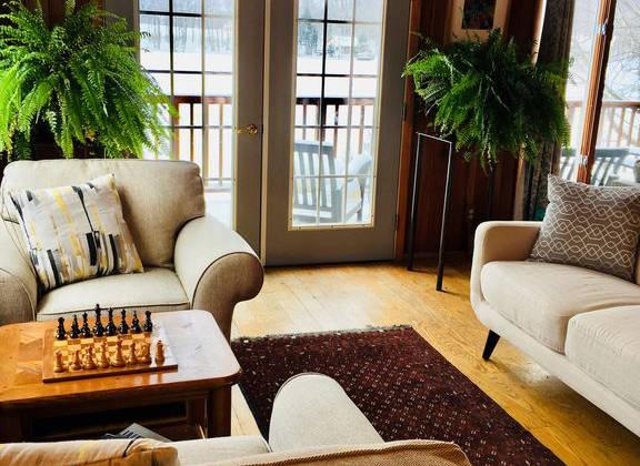 Lakehouse_livingroom2.jpg