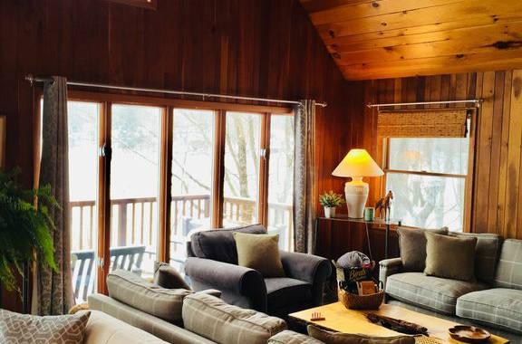 Lakehouse_livingroom4.jpg