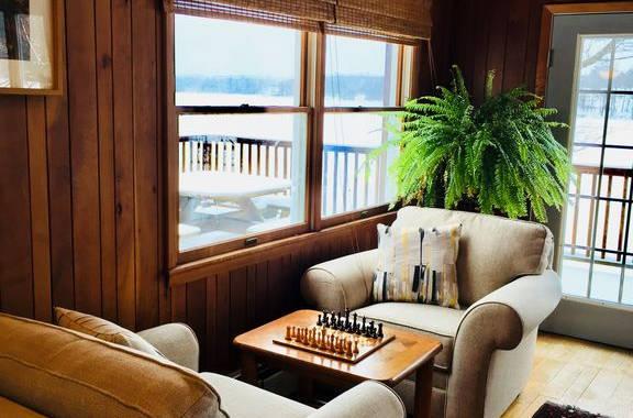 Lakehouse_livingroom1.jpg