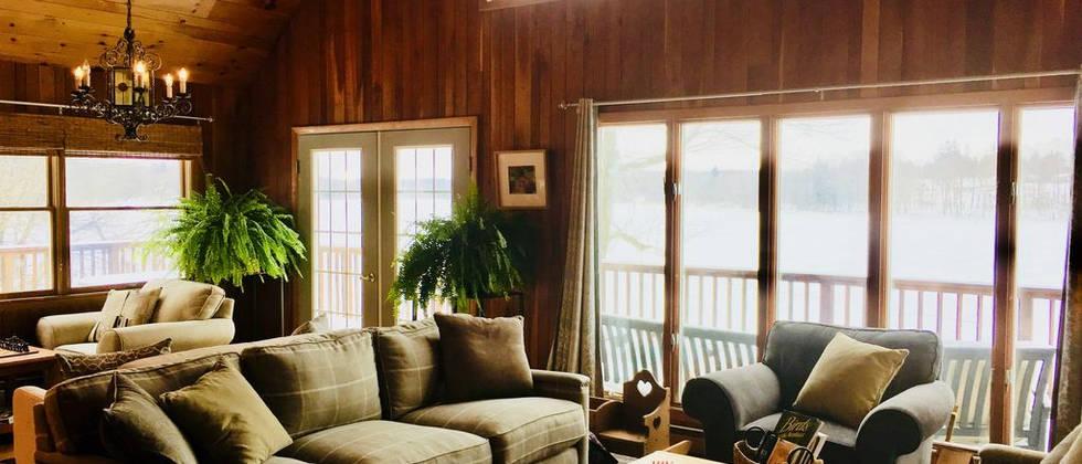 Lakehouse_livingroom5.jpg