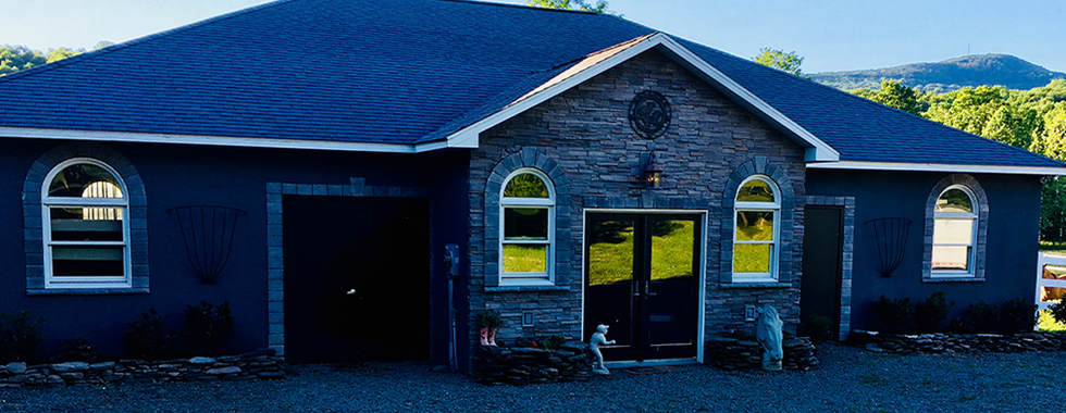 ElkMountainEstateMain_stable_closeup.png