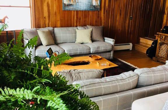 Lakehouse_livingroom8.jpg